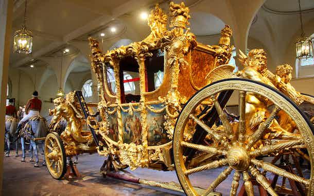 como visitar los establos reales en el palacio de buckingham