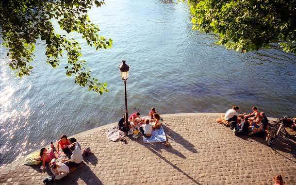 picnic a orillas del sena verano en paris